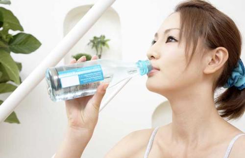 喝水减肥法 喝水减肥法 瘦身减肥方法