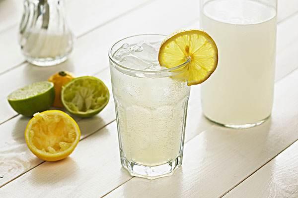 柠檬水对减肥的十个好处