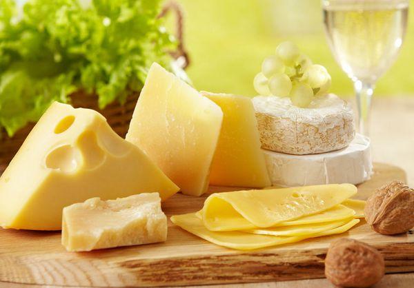 减肥零食 奶酪当减肥零食吃会发胖吗?奶酪对机体健康是否有益? 减肥零食