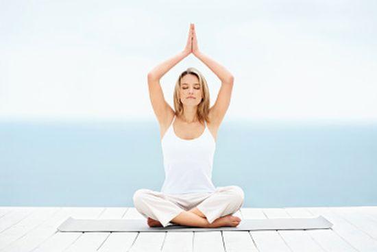 瑜伽减肥 情侣瑜伽助瘦身 你我更亲近 瑜伽减肥