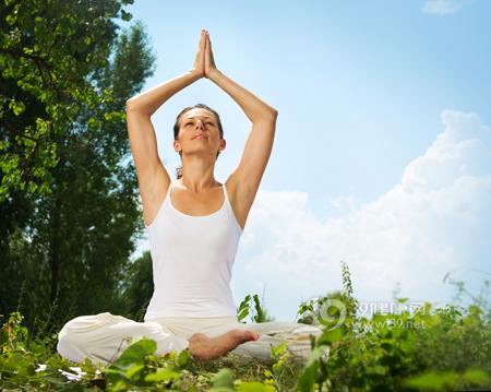 瑜伽瘦手臂  简单动作让你甩掉蝴蝶袖 瘦臀 第1张