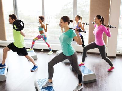 怎么瘦胳膊最快最有效?瑜伽动作紧实手臂 瘦臀 第7张