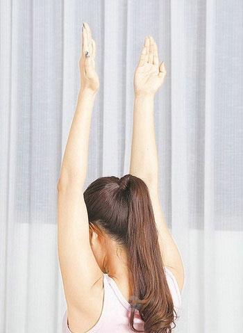 轻松瘦手臂 坚持一个动作(图) 瘦臀 第2张