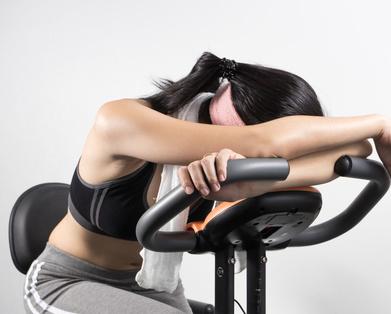 腰腹弯曲式瑜伽减肥动作 彻底甩掉腰腹部赘肉 瑜伽减肥 第1张