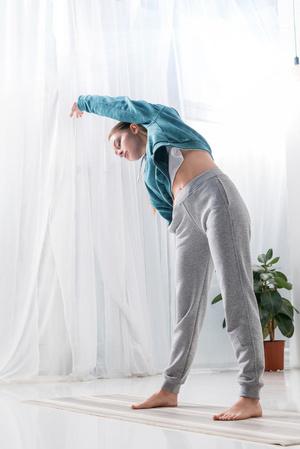 时尚瑜伽工间操 在办公室减肥 瑜伽减肥 第2张