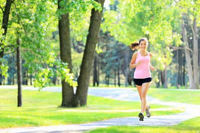 青年-女-运动-跑步-公园_13319074_xxl 早上跑步好还是晚上跑步好? 运动减肥