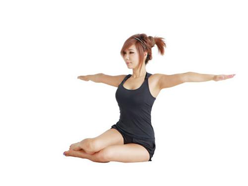 郑多燕塑身操 睡前动一动瘦腰又收腹(图) 运动减肥 第3张