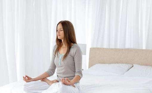 简单的瑜伽减肥动作 简单的瑜伽减肥动作有哪些 瑜伽减肥